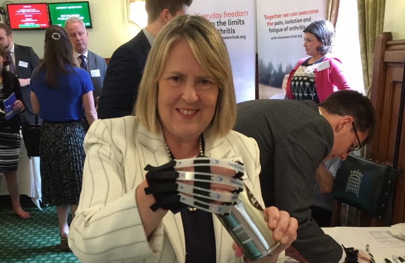 Arthritis UK glove